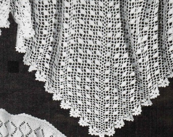 Triangular Head Scarf Vintage Crochet Pattern PDF / Crocheted women's shawl / Antique shawl pattern / wedding shawl