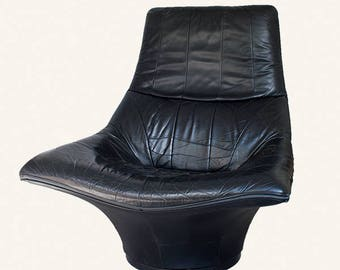 Vintage Mantis Black Leather Swivel Chair