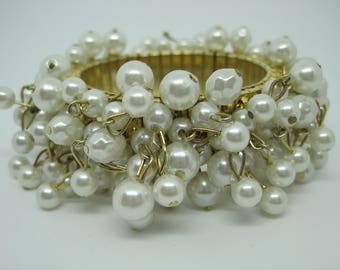 Vintage 60's Cha Cha Cha expandable and faux off white pearls bracelet.