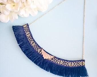"Short necklace style ethnic ""ACACIO"" blue"