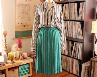 womens vintage knife pleat skirt . midi length 80s skirt with elastic waist . small medium
