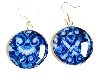 Earrings BUENANOTTE - glass cabochon earrings with blue azulejos patterns, silver colored by The Sausage