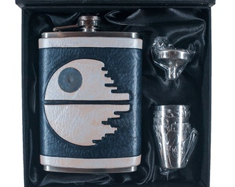 That's No Moon Deathstar Geek Flask Set
