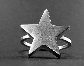Silver ring: ESTRELLA