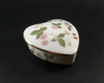 Wedgwood Wild Strawberry Bone China Trinket Box Heart Wedding Rings Special trinkets Shower Gift Birthday Gift Mothers Day Gift