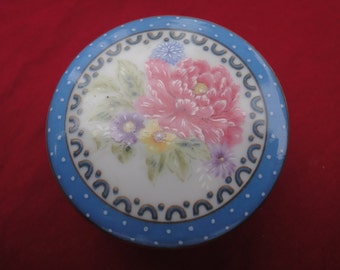 beautiful trinket box with flower design and blue border