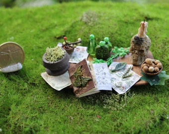 Dollhouse fairy/magic green set on tray- OOAK