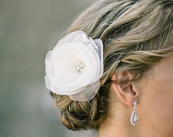 Bridal lace hair accessory - Ivory bridal flower -  Wedding hairpiece - Hair clip and brooch - Rose flower clip