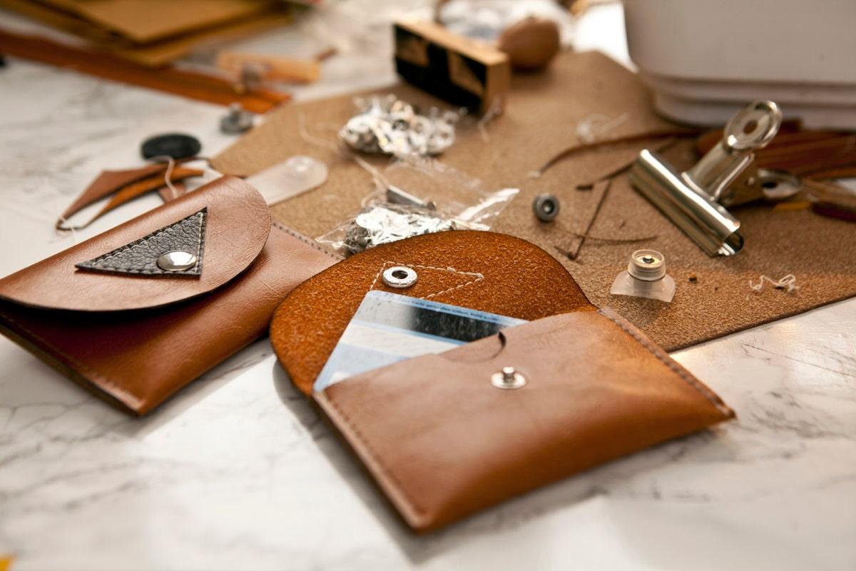 22_Finishing a purse_1200x800