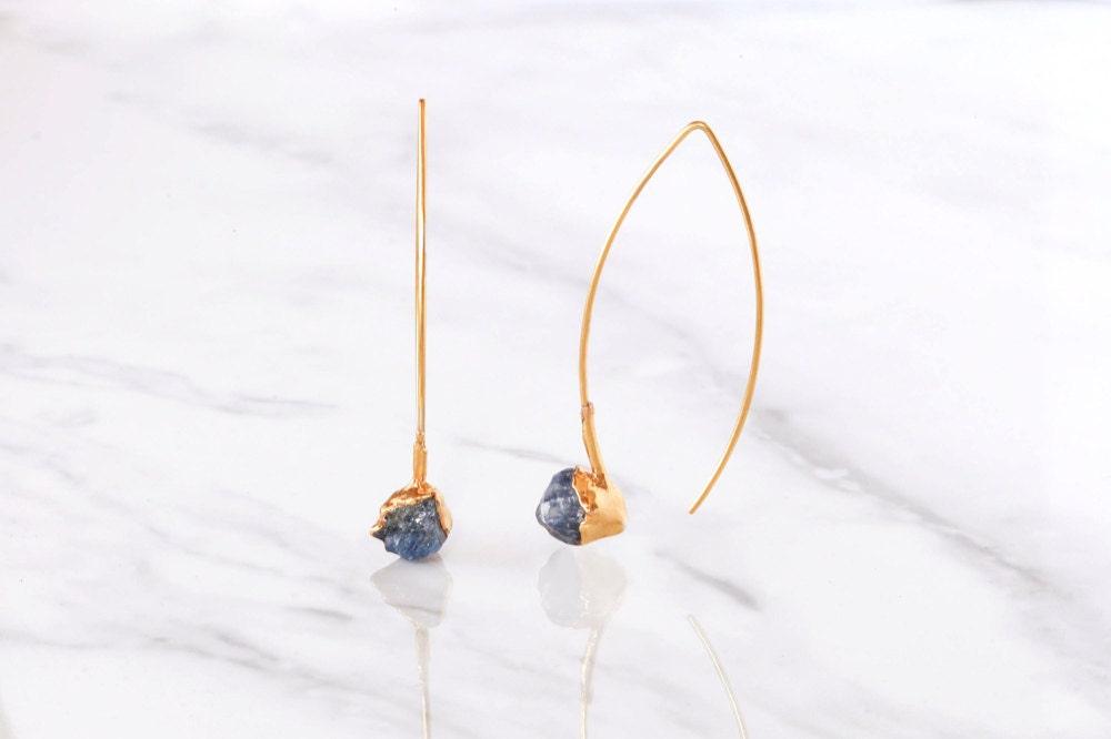 Raw sapphire dangle earrings from Ringcrush