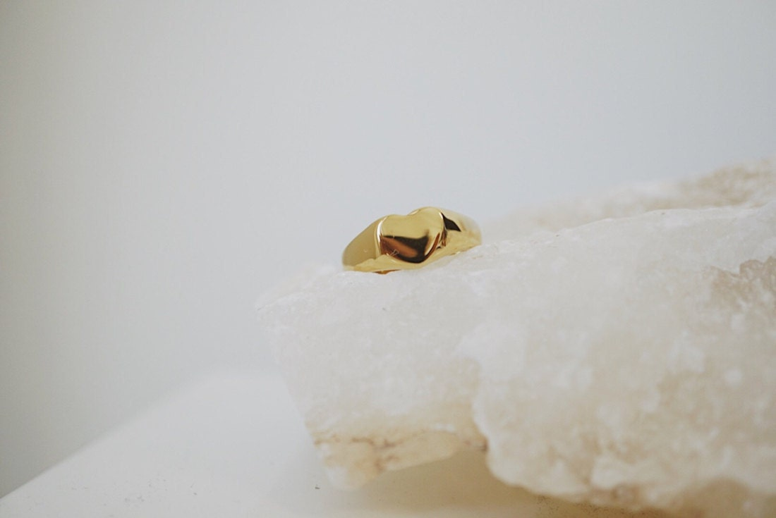 Carina gold signet ring from Foe & Dear
