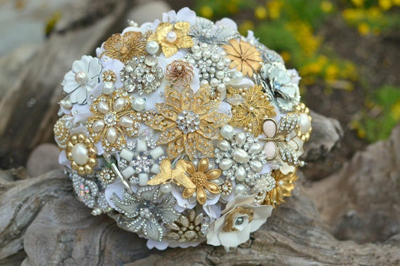 heirloom_recycled_brooch_bouquet