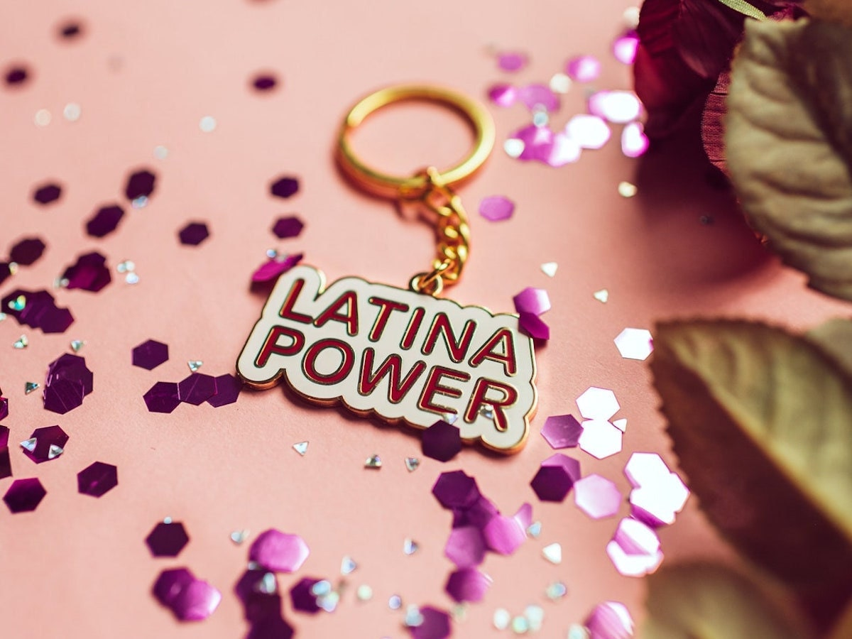 A keychain that reads