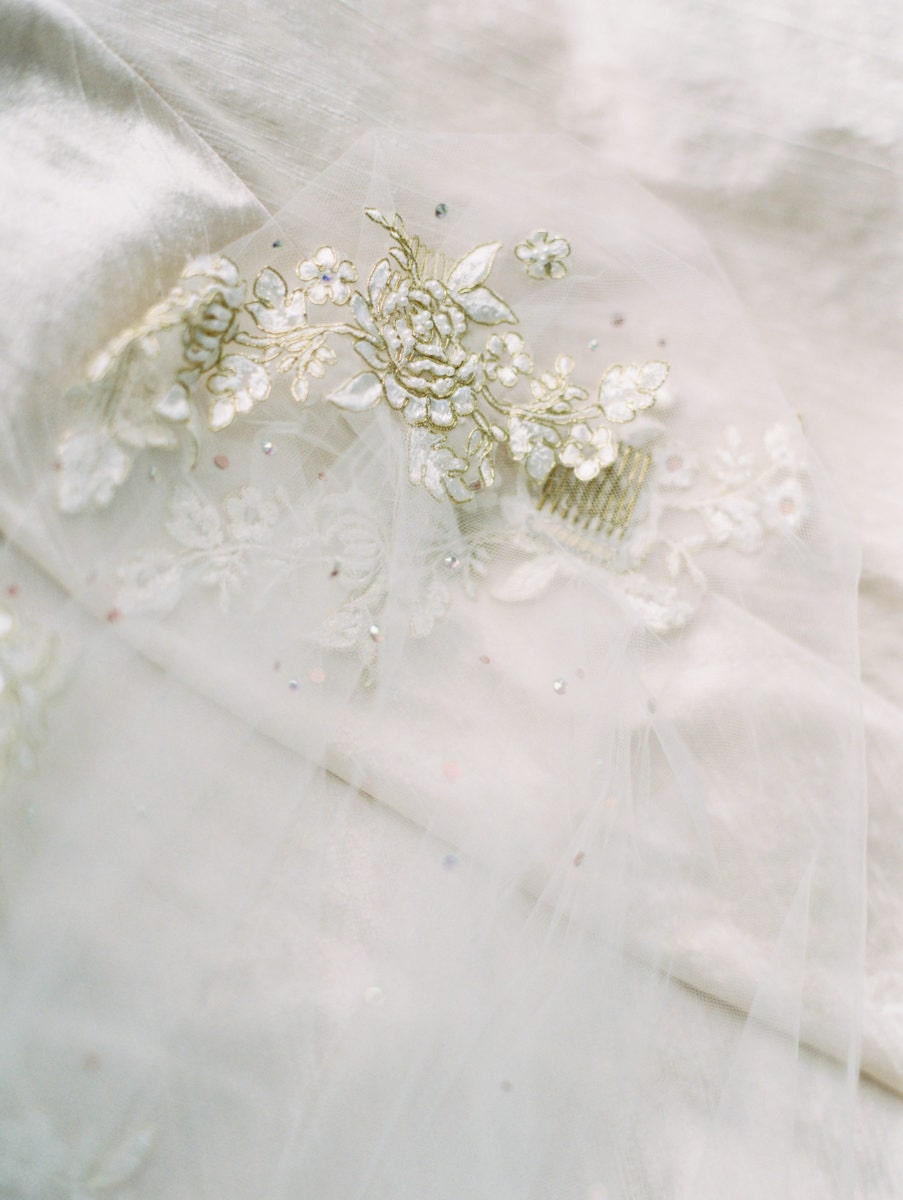 Lace embellishments on an ivory veil