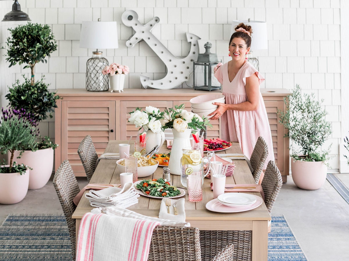 Decor expert Jillian Harris sets a bright, cheerful outdoor table for summer guests.