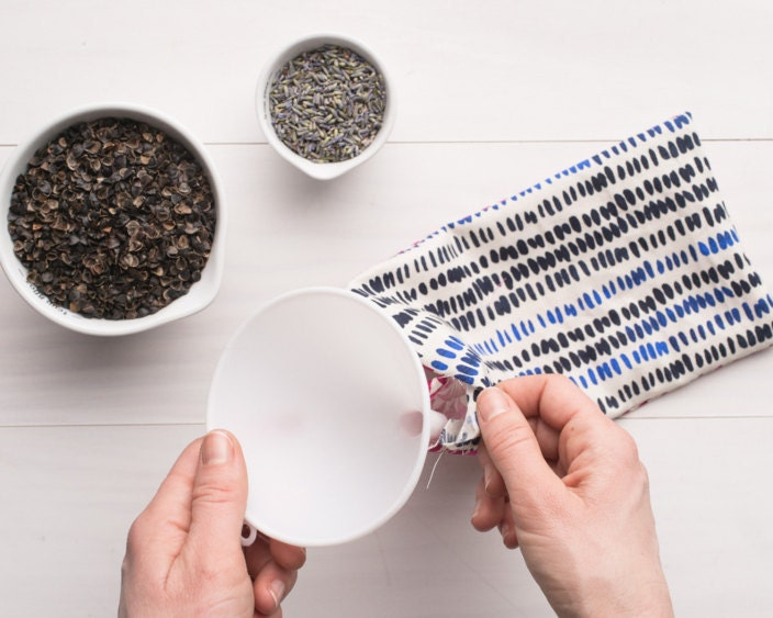 Filling the pouch with buckwheat and lavender