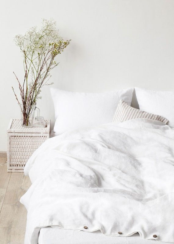 how-to-shop-for-bedding-white-linen