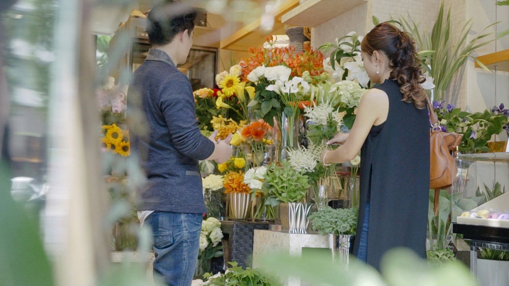 Rino at the flower market picking up dried flowers for her decorative candle bases.