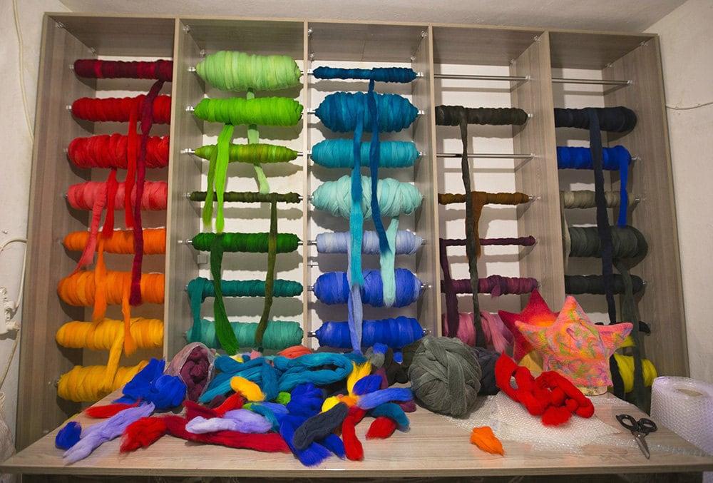 fs_feltthink_yarn-wall