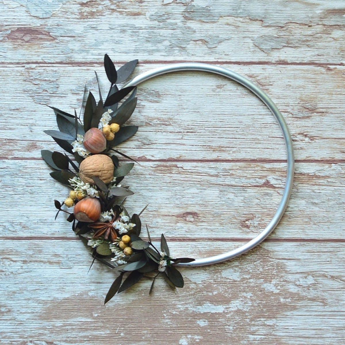 Minimalist hoop wreath for fall