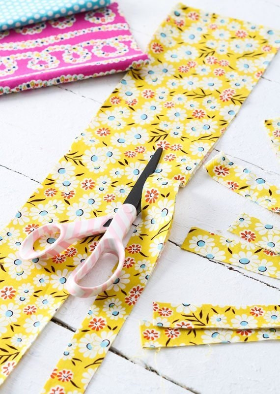 fabric-wrapped-hangers-prep