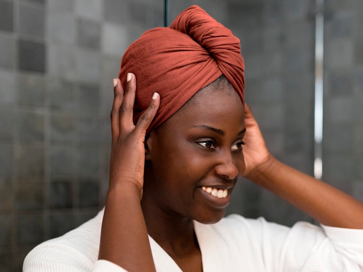 A woman wearing a T-shirt hair towel from Breezy Tee as a headwrap.