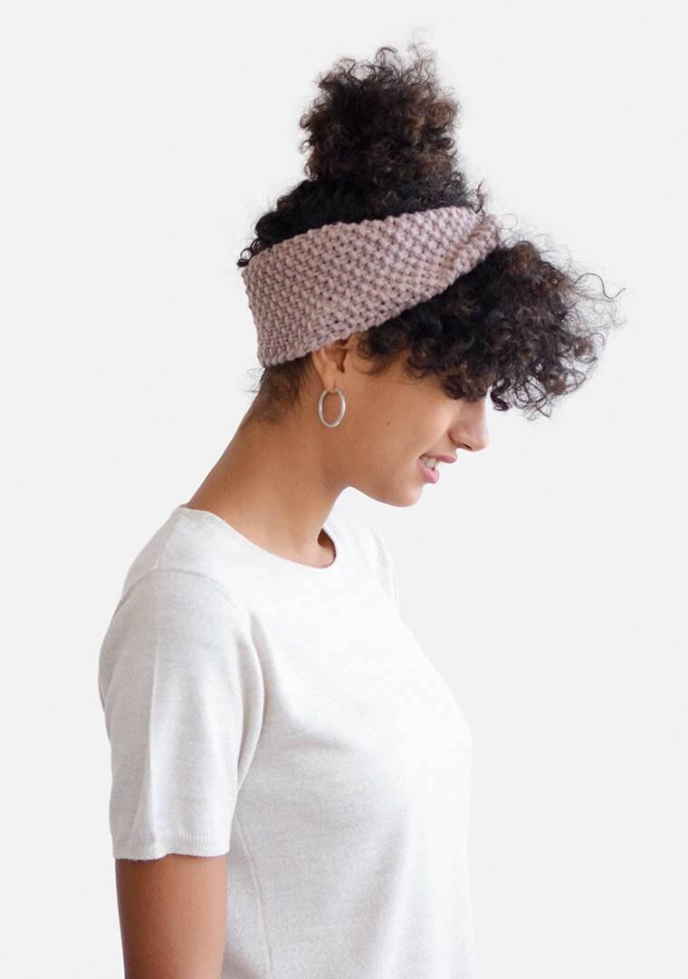 Hand-knit headband from Plexida