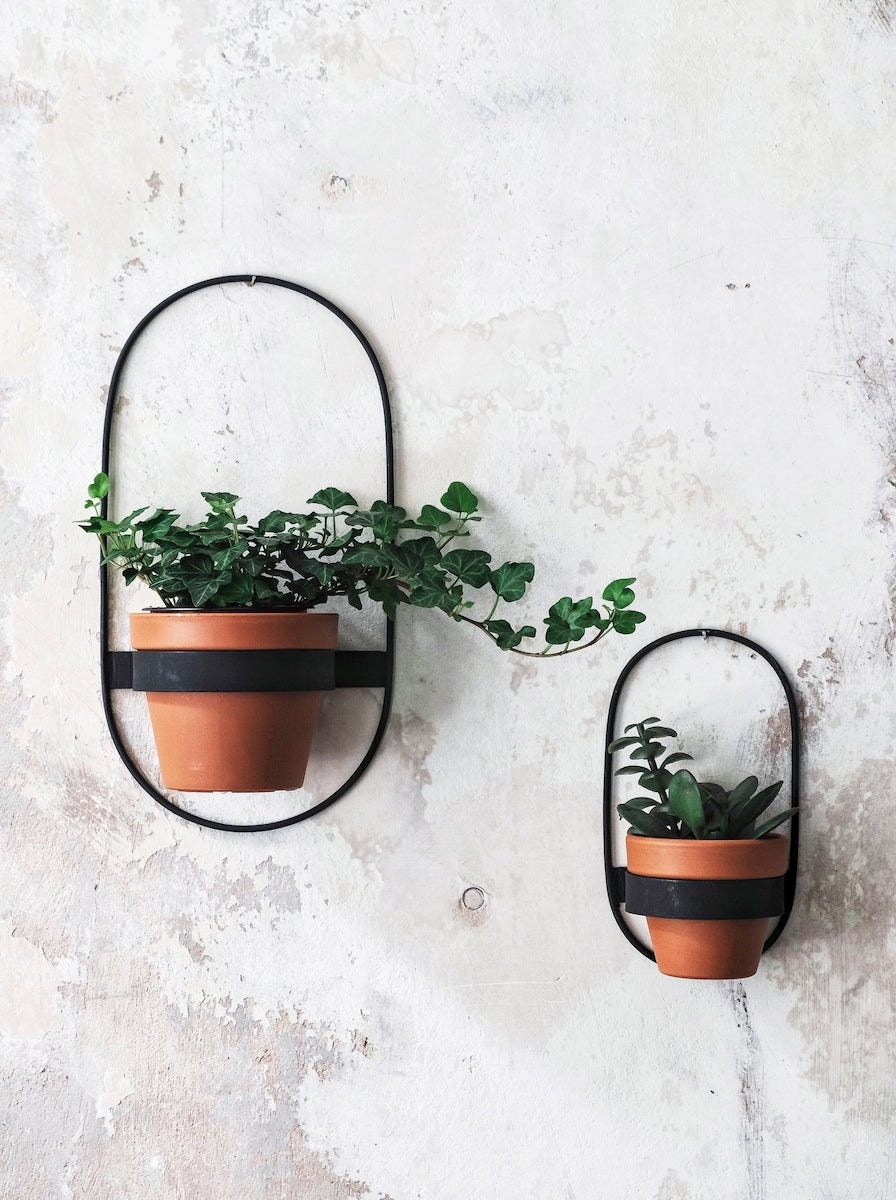 Metal wall planter from Eco Deer, and more of the best dad gifts from Etsy