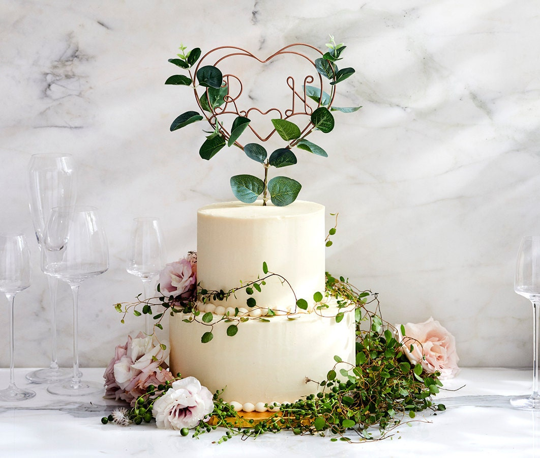 A eucalyptus wire initial cake topper from The Letter Loft