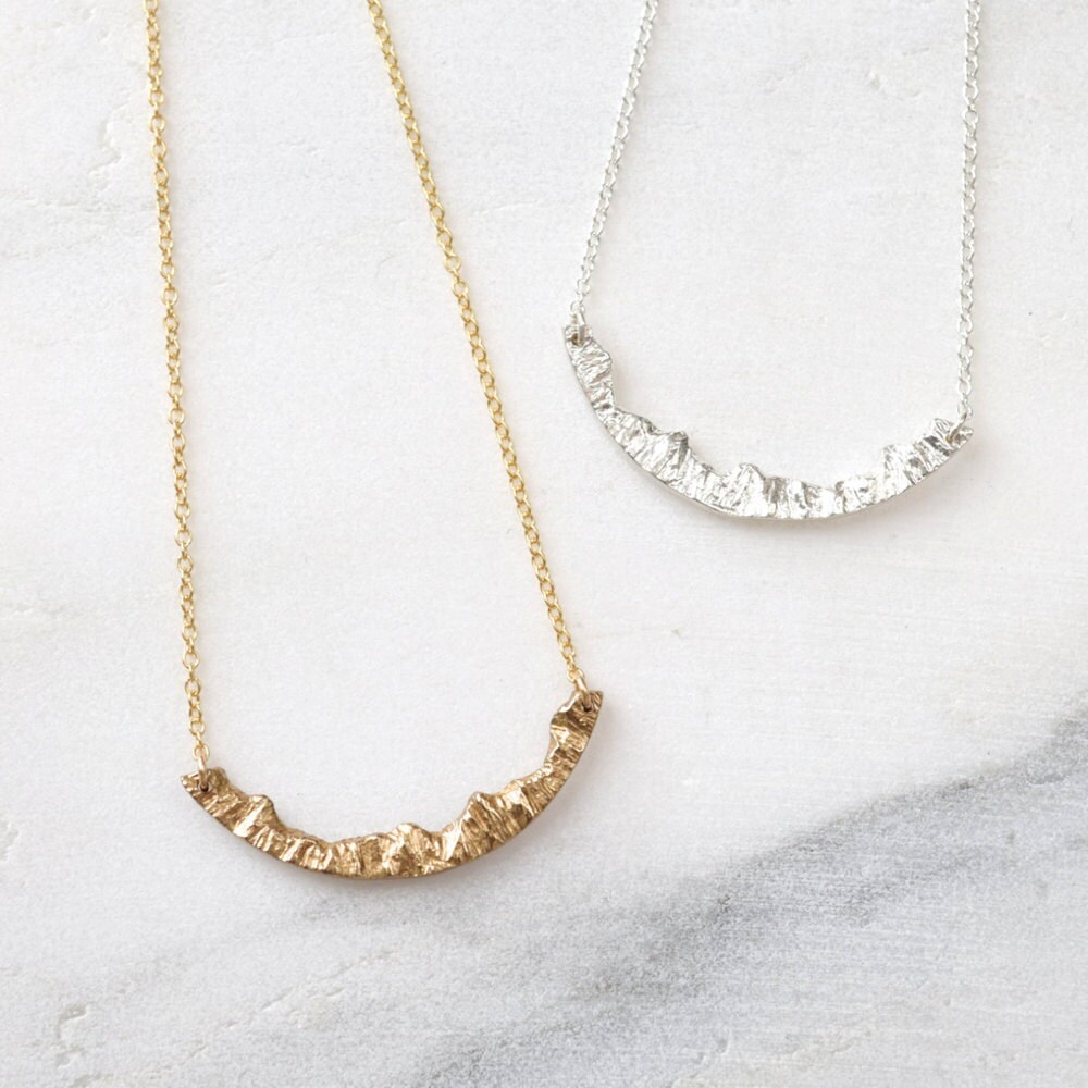 A mountain necklace from Everli