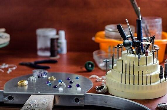 FS_shirliclassicjewelry_studio1