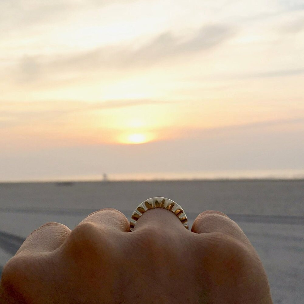 A sunrise ring from Everli