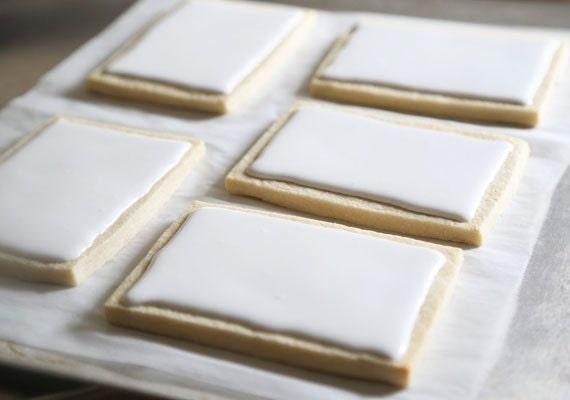 coloring-book-cookies-etsy-blog-sprinklebakes-heather-baird-diy-dry