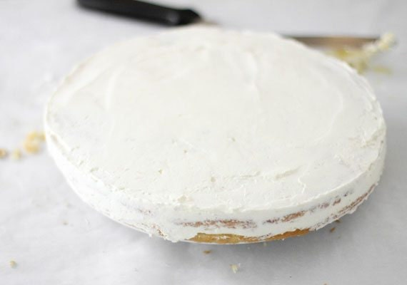 4.-Crumb-coating-a-filled-layer_570
