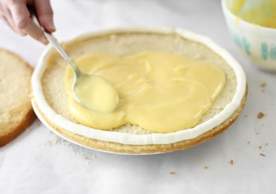 3.-Filling-the-layer-with-lime-curd_570