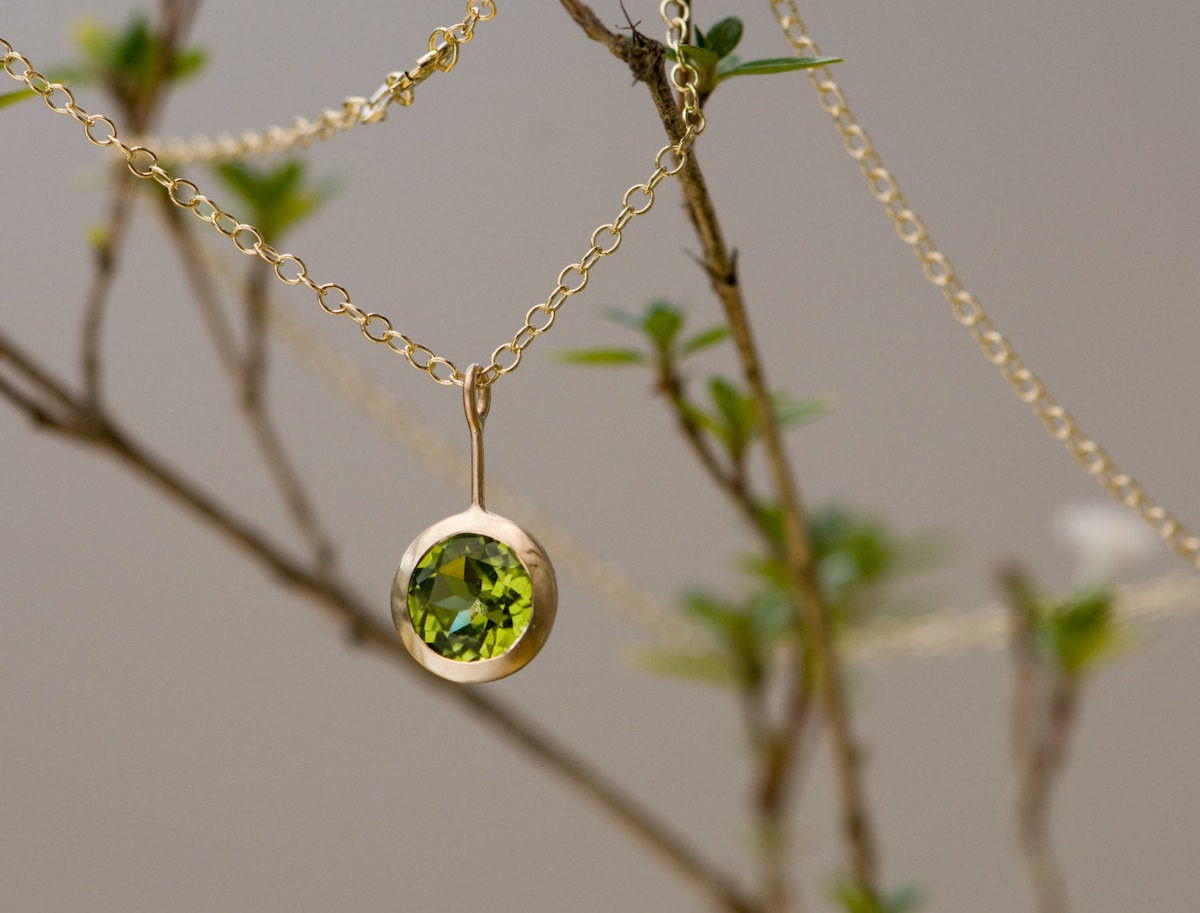 Gold peridot pendant necklace from William White