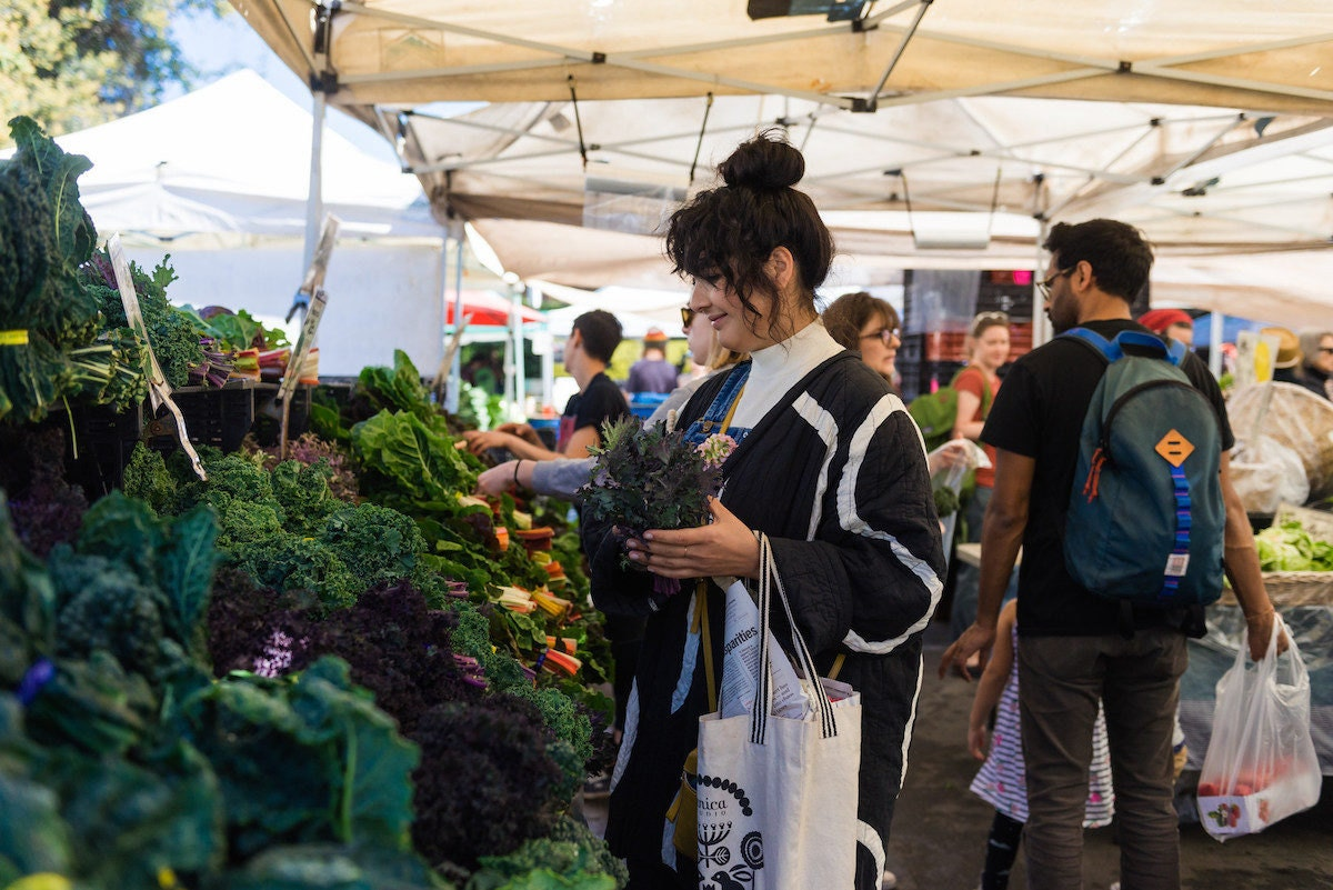 Melanie visits the Temescal Farmers' Market to pick up fresh flowers and vegetables