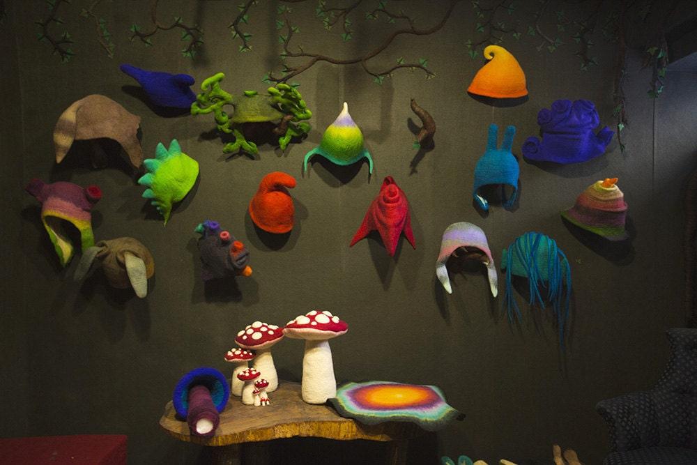 fs_feltthink_hat-wall-horiz