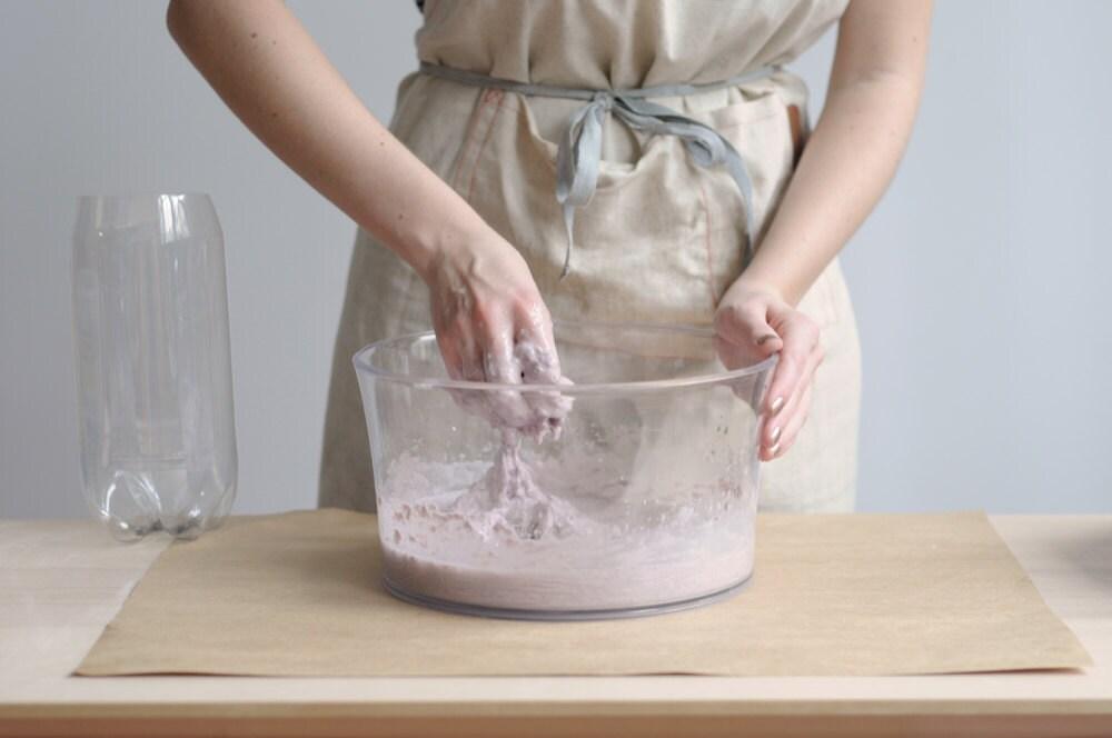 Stirring the alginate mixture