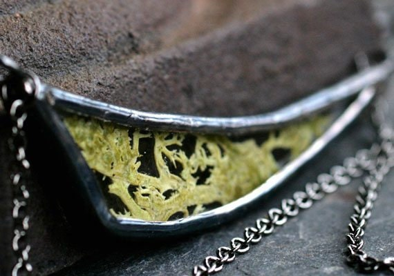 muse-glass-moss-necklace