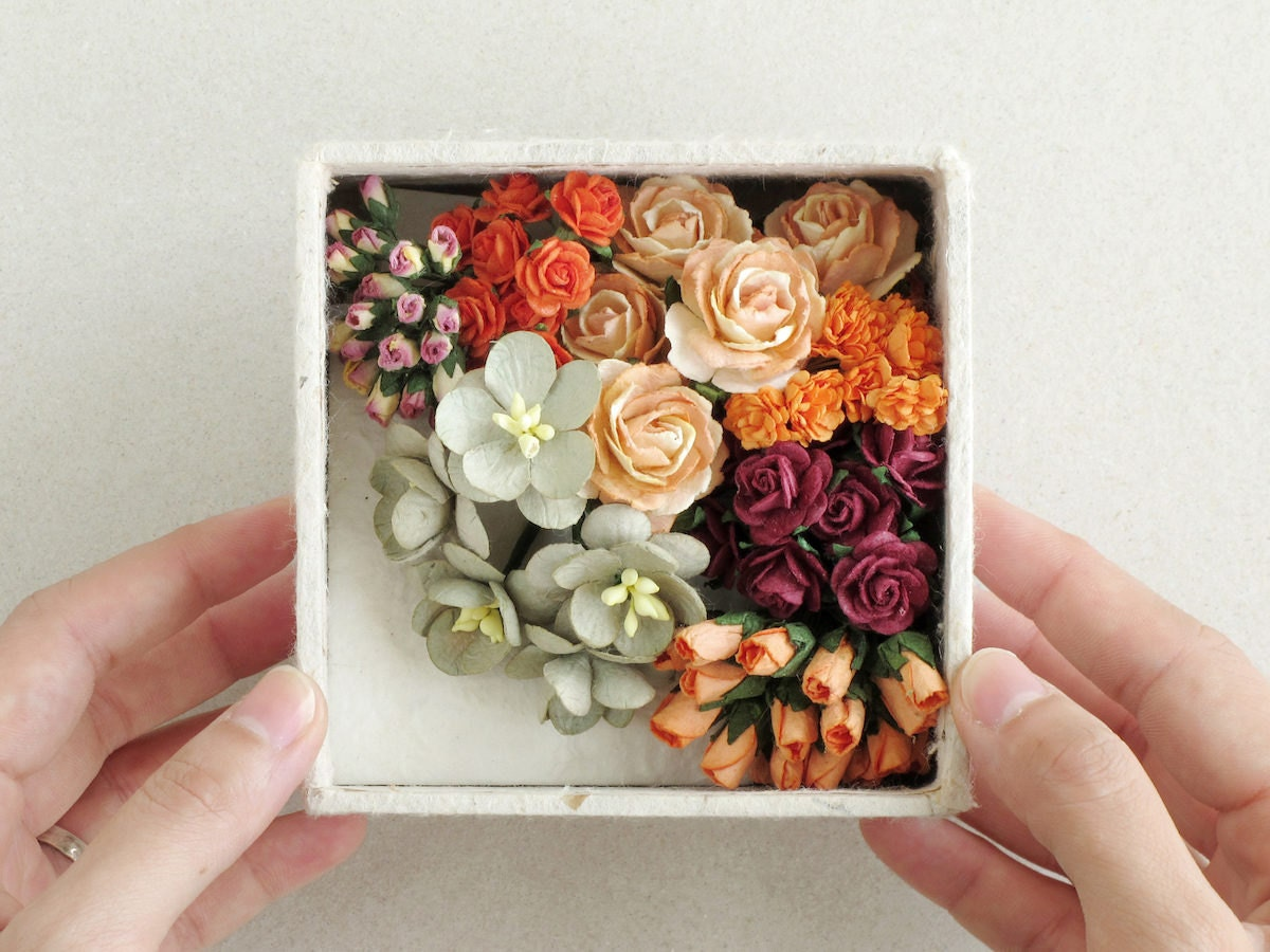 A Squish-n-Chips paper flower boxed set in assorted shades of orange
