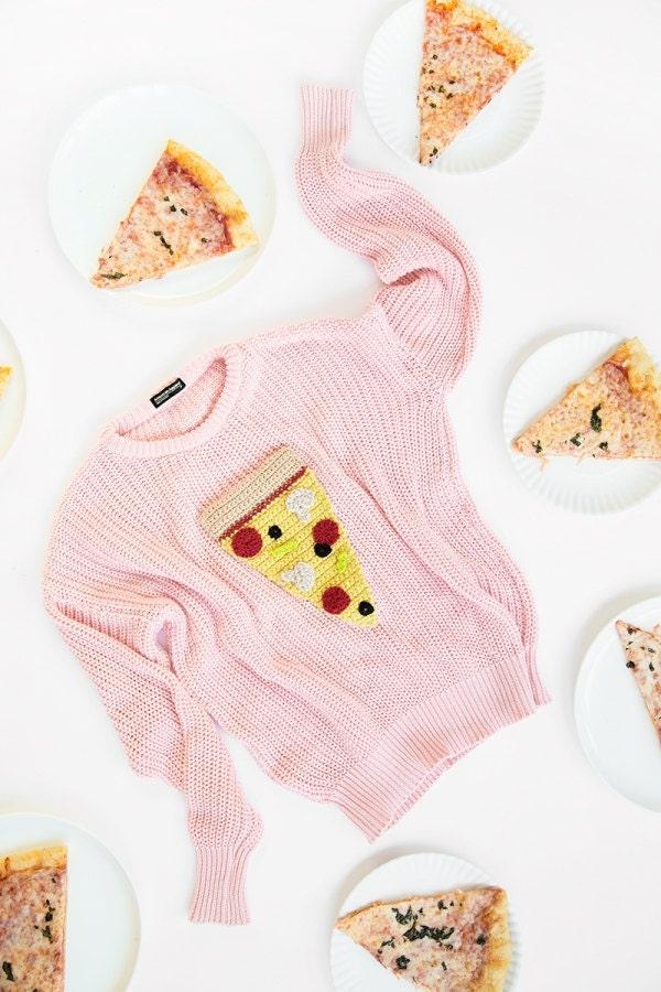 diy-crochet-pizza-sweater-2-600x900-1