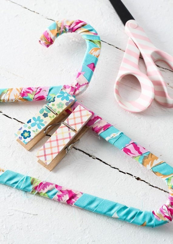 fabric-wrapped-hangers-005
