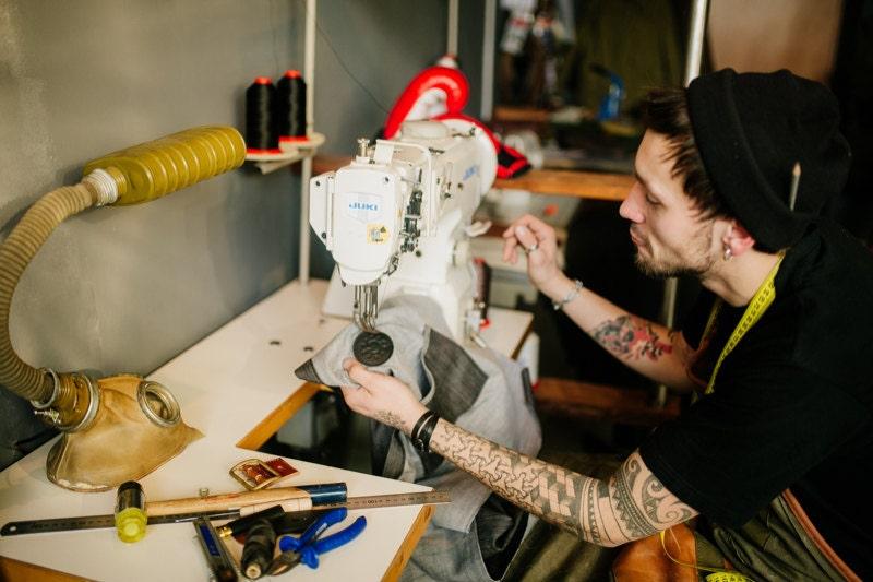 fs_kruk-garage_more-sewing-process_800x533