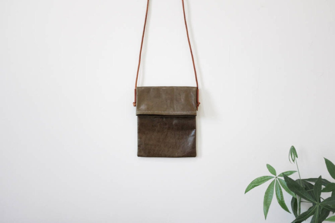 Fold-over crossbody bag in olive from Small Queue