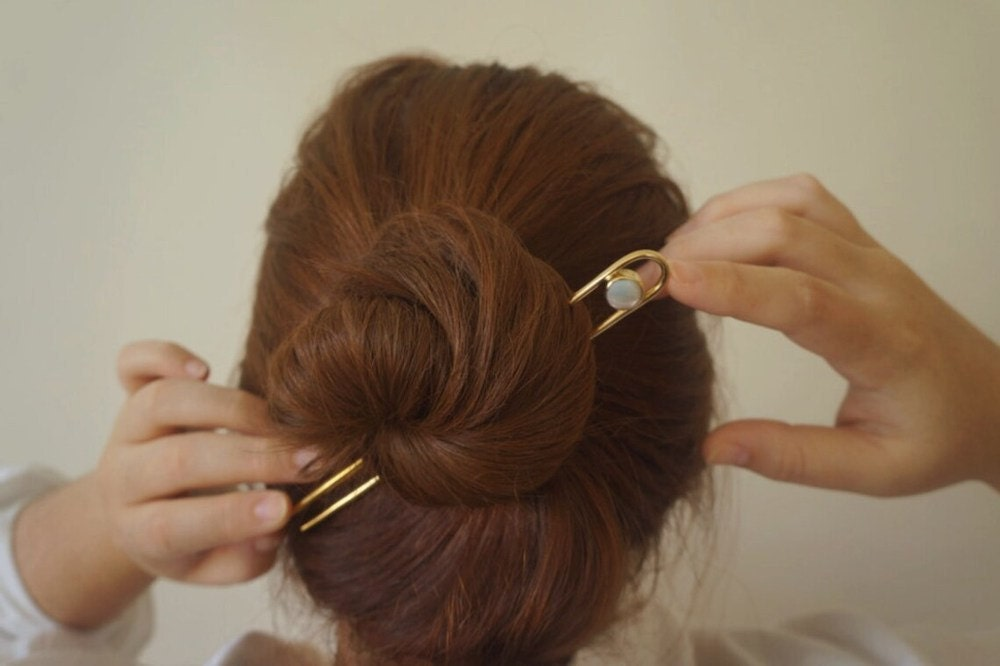 Mother of pearl hairpin from Aleishla