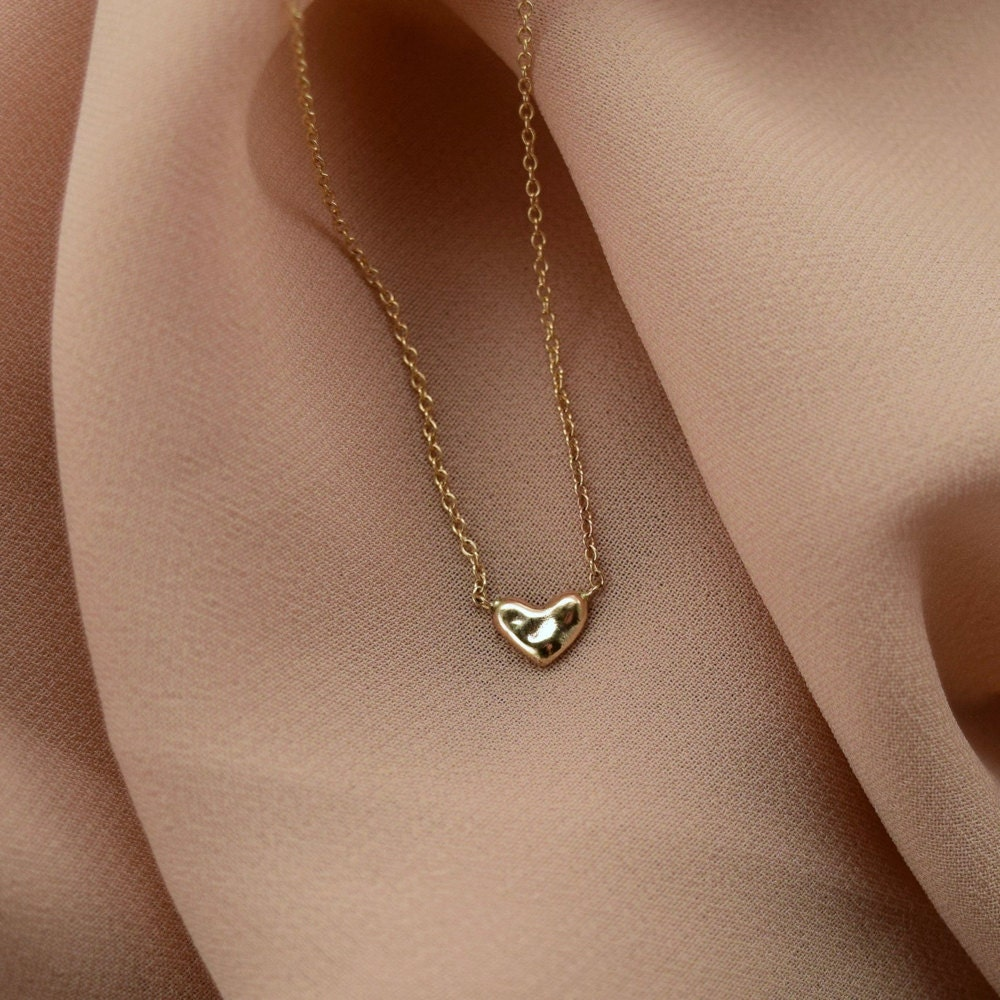 A dainty heart necklace from Everli