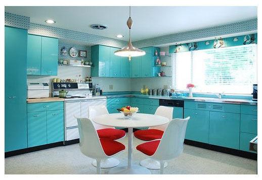Retro-kitchen-with-Geneva-metal-kitchen-cabinets__.jpg