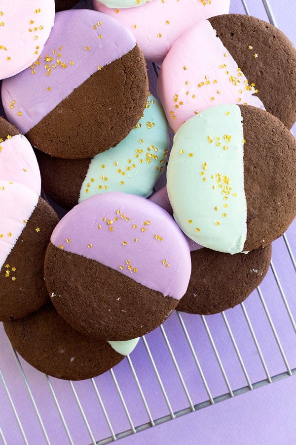 color-dipped-gingerbread-cookies-5-600x900