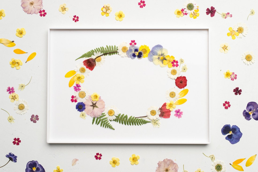 The final composition: a wreath of colorful florals